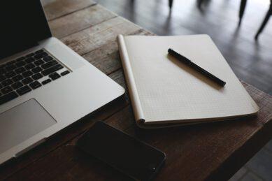 komputer i notatnik